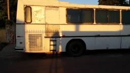 Nielson diplomata troco por outro ônibus - 1982