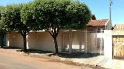 Aluga-se casa no Jardim Tênis Clube