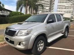 Hilux CD 4x4 DIESEL AUTOMÁTICA está com Pneu NOVO, todas as revisões realizadas na Toyota. - 2013