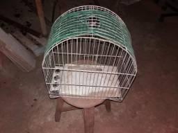 Três gaiolas baratas para passarinho