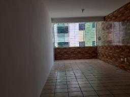 Apartamento a menos de 150 metros da Praia de Candeias