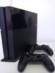 Vendo Sony Playstation 4 - PS4 com controles e jogos originais