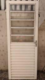 Título do anúncio: Porta de ferro com janela basculante