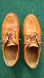 Sapato marrom de couro tamanho 38