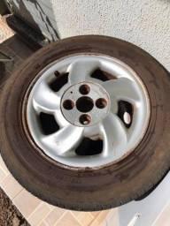 Título do anúncio: Jogo de rodas com pneus aro 14 liga leve Semi novos.
