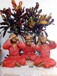 Trio monges da sabedoria em gesso