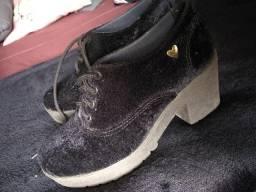 Sapato de salto botinha