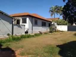 Casa com 3 dorms, Centro, Jaboticabal - R$ 580 mil, Cod: 137