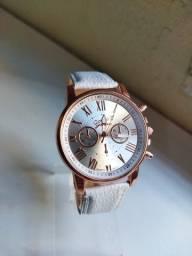 Título do anúncio: Relógio Feminino Geneva de Couro (Promoção)