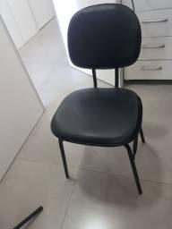Título do anúncio: Vendo cadeira de escritório nova, escada para maca