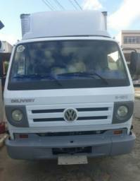 Caminhão Volkswagen Delivery 8-150 Baú