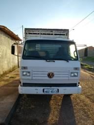 Vendo ou troco em mais novo caminhão 7100. ano 97 - 1997