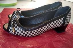 Sapato Corello n°35 Peep Toe Salto Baixo Preto e Branco
