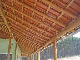 Trabalhos com eucalipto (telhado,playground,cercamentos)
