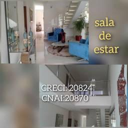 Linda Casa com 02 pavimentos, arquitetura moderna, bem dividida, e aconchegante.