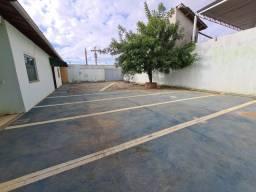 Vendo 2 casas, com terreno de 566m² próximo ao Shopping Conquista Sul.