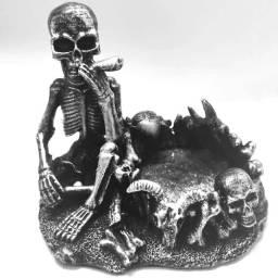 Cinzeiro Esqueleto Fumando de Resina (Delivery)