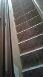 Elevadores de escadas para pessoas deficientes
