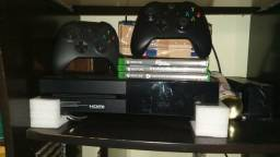 Xbox one 500Gb+ 2 controles