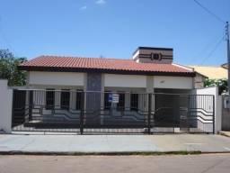 Casa Grande, próximo ao Centro disponível para Locação c/ Edicula. .