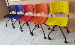 Cadeira secretaria Rodinha Assento plastico (Novo)