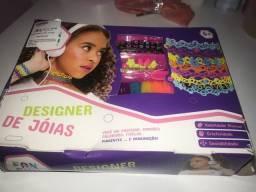 Vendo designer de joias dá PBKIDS