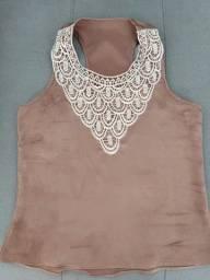 Título do anúncio: Blusa em cetim com detalhes em bordado Tam M