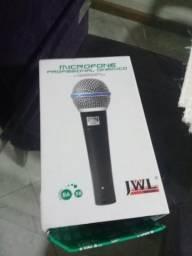 Microfone com Fio e Pedestal