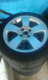 Roda aro 15 com pneus. 700 Reais