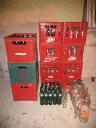 Engradados com garrafas VENDO TUDO POR $59,00 de Tubaína 600ml+ algumas KS,s