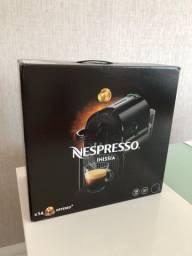 Máquina de café expresso NESPRESSO