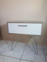 Mesa de cabeceira (criado mudo) armário