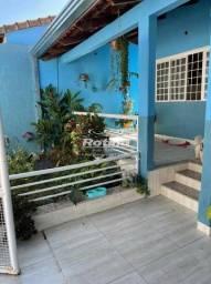 Casa à venda, 3 quartos, 1 suíte, 2 vagas, Pacaembu - Uberlândia/MG