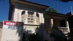 2 casas antigas em um terreno de mais de 400 m² no centro da cidade