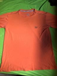 Camiseta mizuno pano bexiga detalhe no ombro usada
