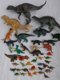 Título do anúncio: 39 dinossauros de borracha