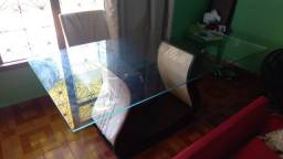 Mesa com aparador