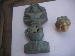 Título do anúncio:    Duas Esculturas antigas em madeira