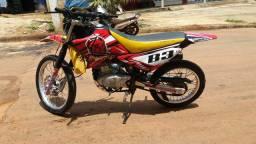 Vende-se uma stx 200cc