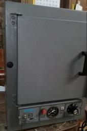 Estufa Esterelizadora Bivolt funcionando perfeitamente. Potência 300 W.