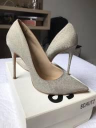 Sapato Brilho Luxo Schütz em Campo Mourão
