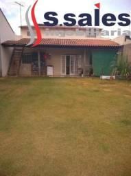 Casa com 2 qtos e amplo espaço para área de lazer - Vicente Pires