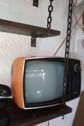Antiga TV philco Ford ligando excelente estado de conservação