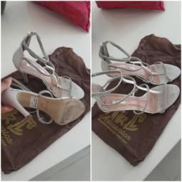 Venda de sapatos usados de marca