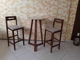 Mesa e Banquetas  Bistrô