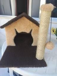 Casa para gatos com arranhador