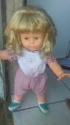 Vendo boneca bem conservada