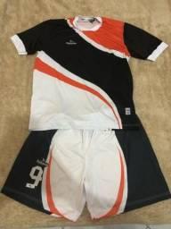 Jogo de uniforme de futebol completo