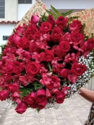 Buquês de flores , rosas e girassois