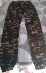 Calça camuflada jeans